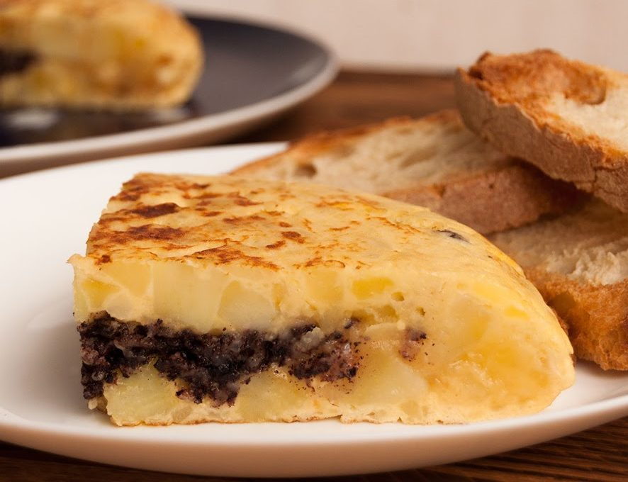 Tortilla de patatas con morcilla