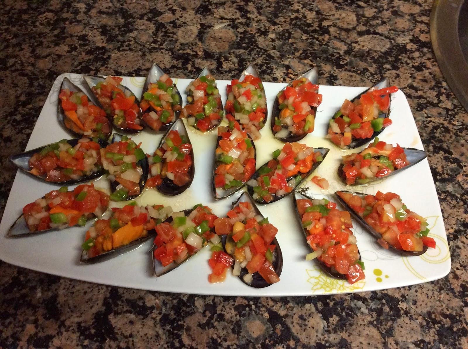 Mejillones con picadito de verduras.
