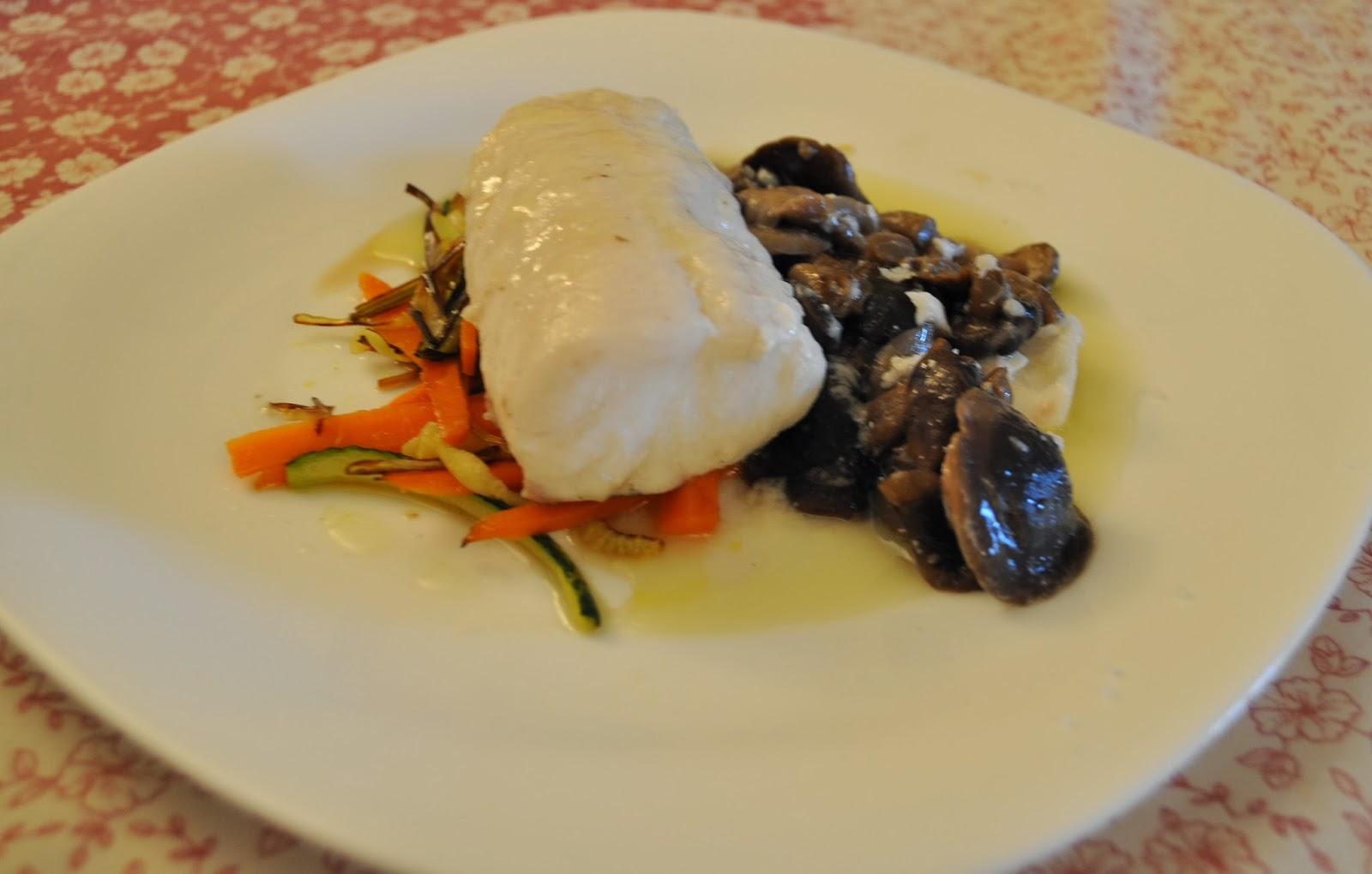 LLanegues con supremas de merluza y verduras crujientes