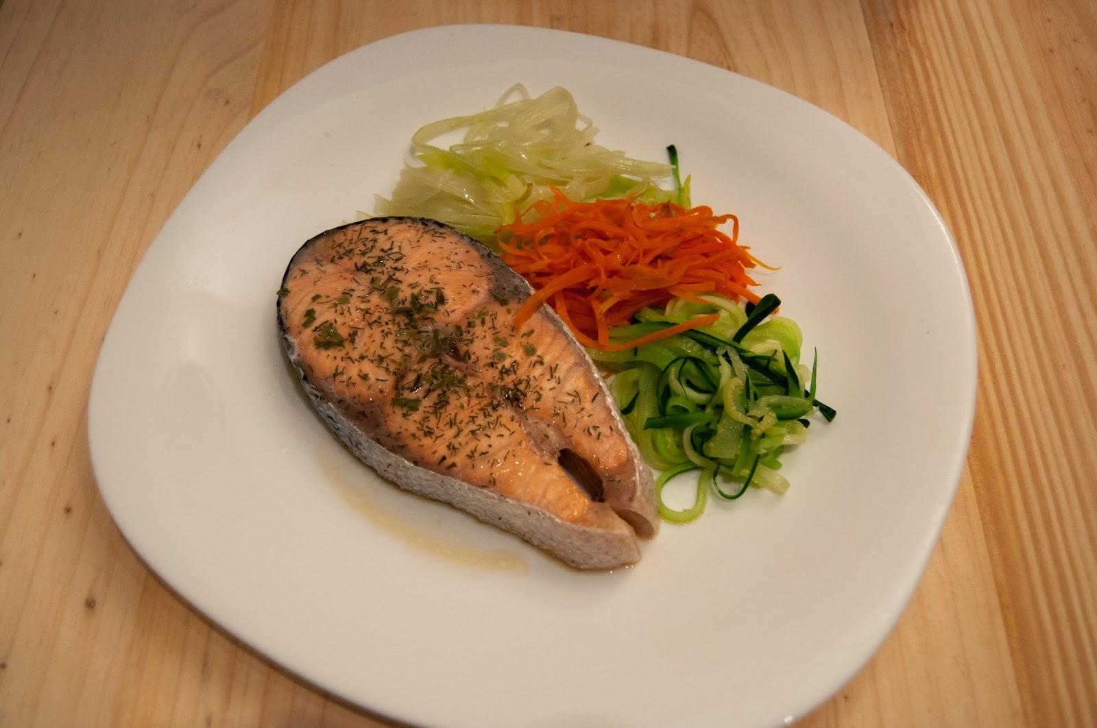 Salmon a la papillote con verduras al vapor