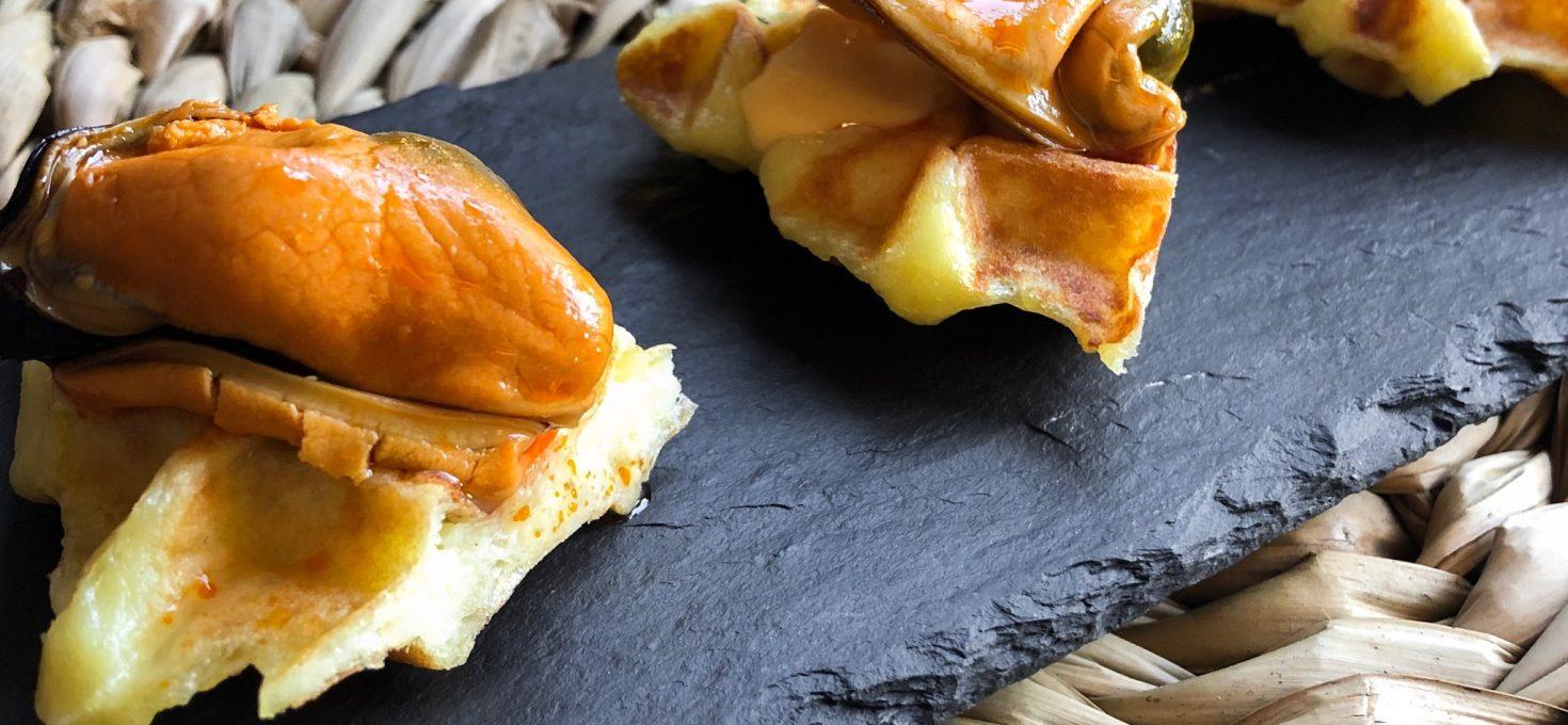 Gofre de patata con mejillón y mayonesa