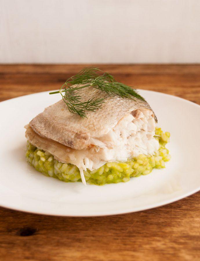 Lubina al eneldo con risotto verde