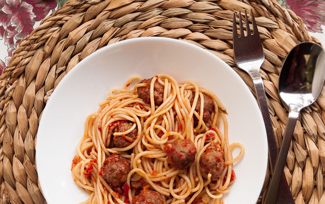Espaguetis con albondigas, Spaghetti and meatballs
