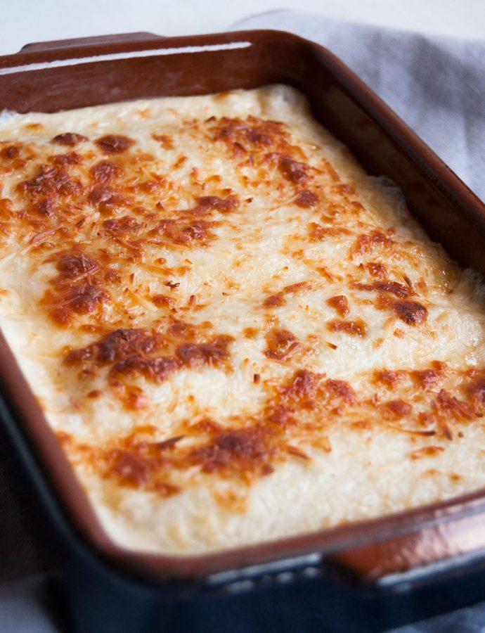Canelones de espinacas y gorgonzola, pasas y piñones