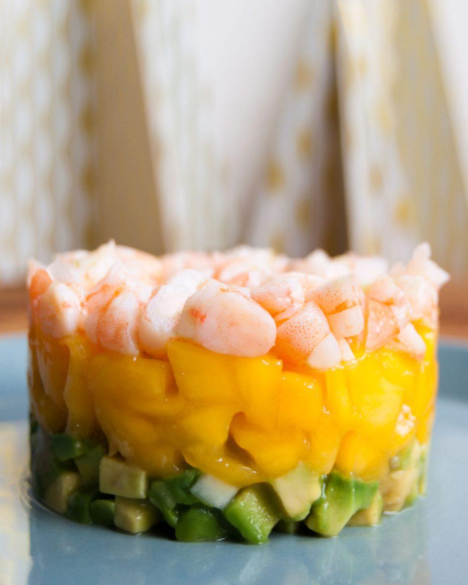 aperitivo de mango, aguacate y langostino