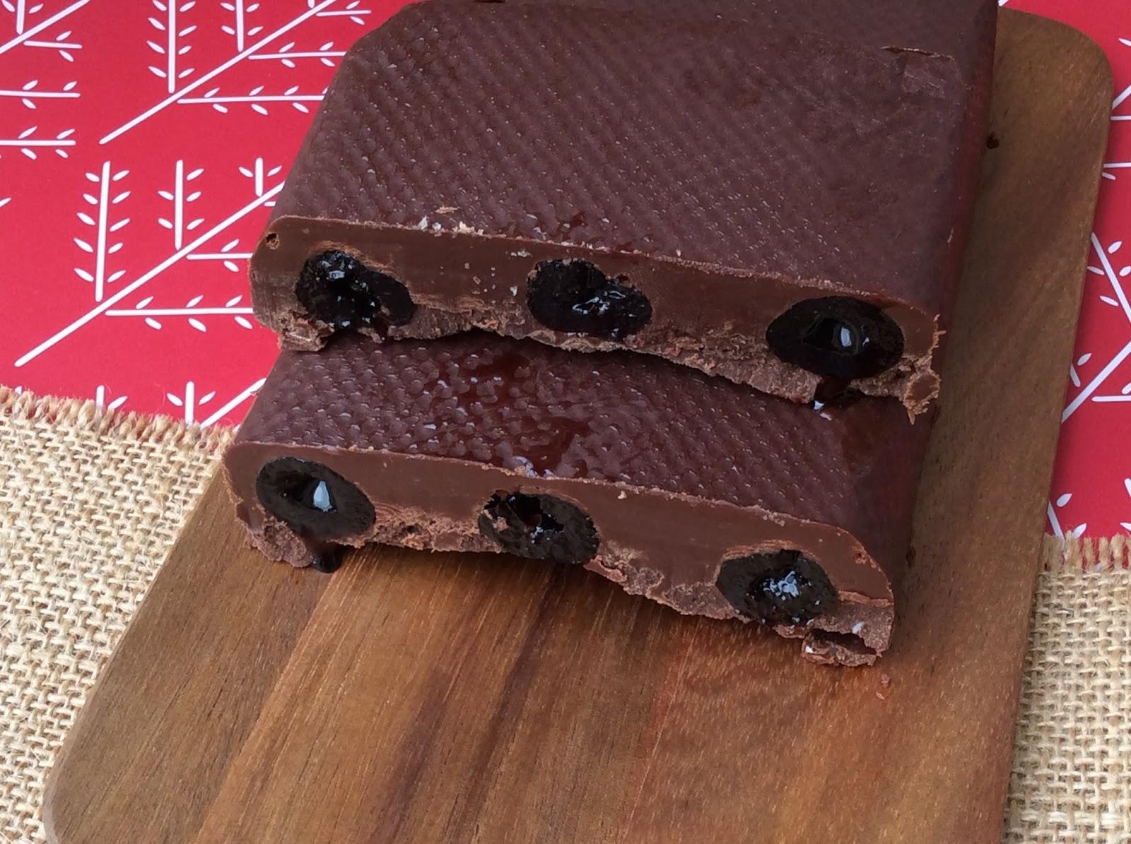 Turrón de Chocolate con cerezas al marrasquino y Turrón de Krispis