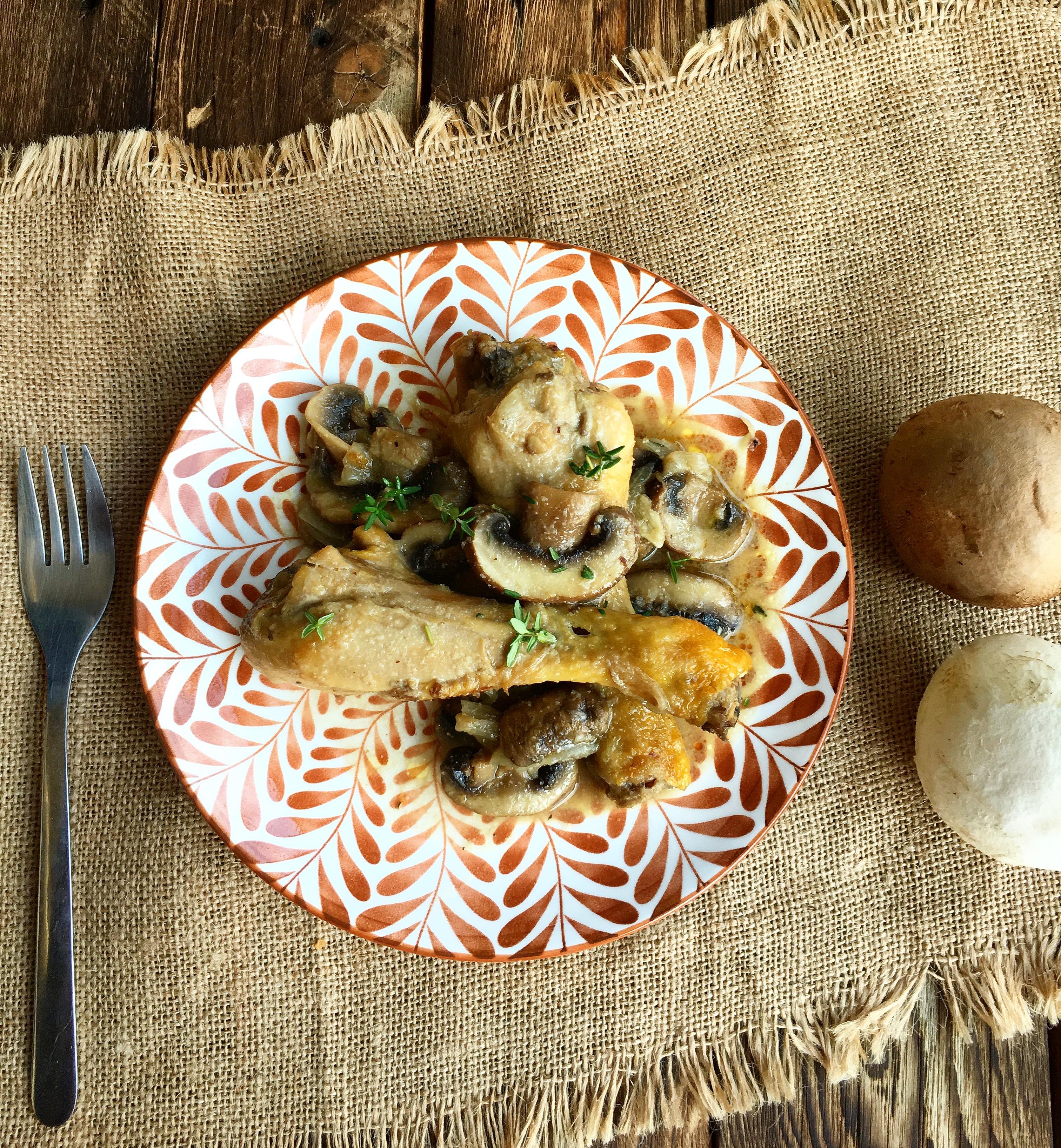 Jamoncitos de pollo con champiñones y almendras