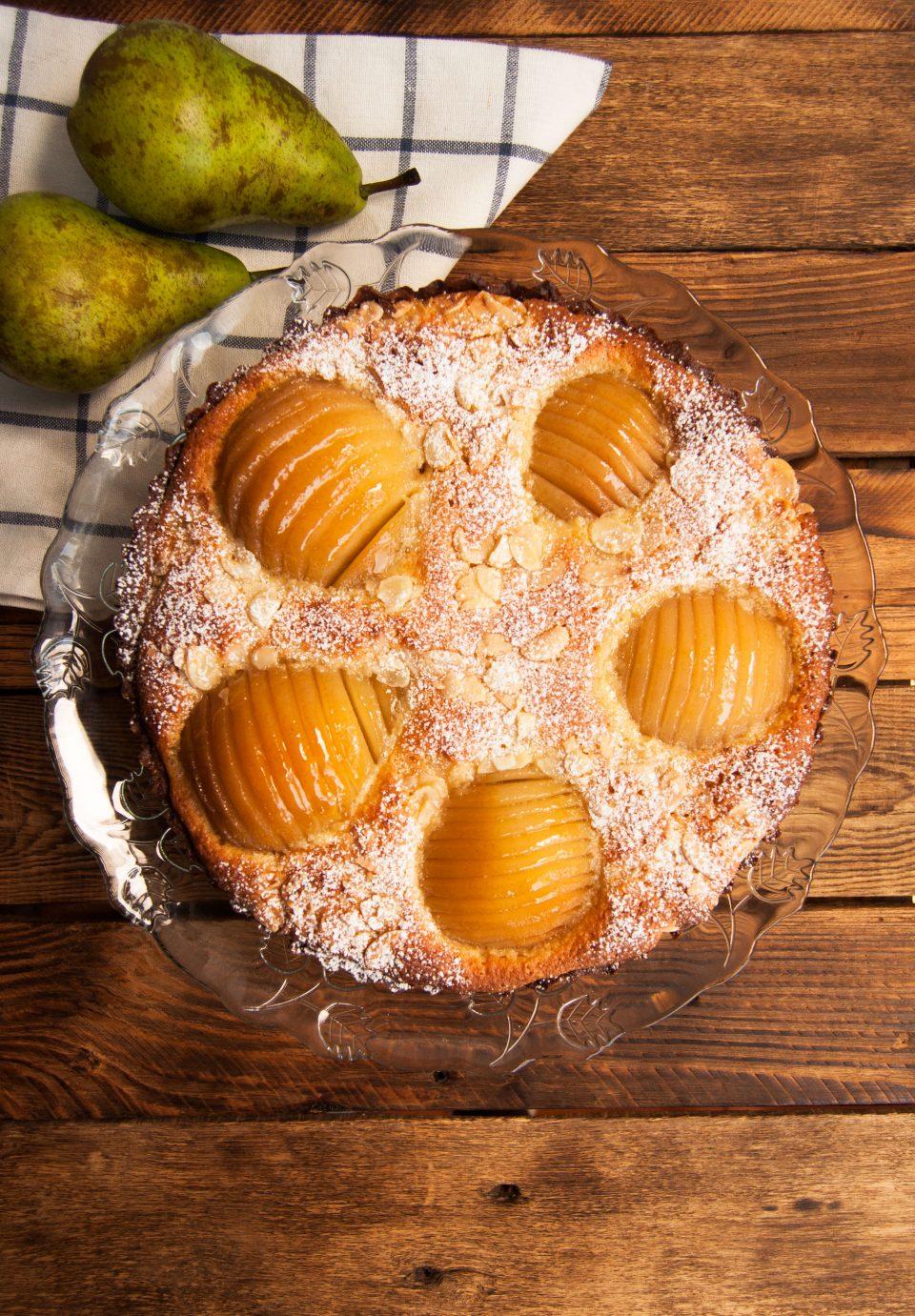 Tarta de peras y crema de almendra
