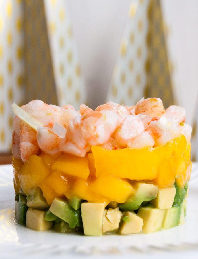 Tartar de aguacate, mango y langostinos
