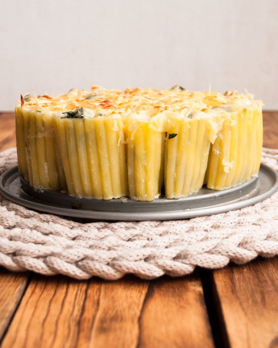 pacchieri con espinacas, ricotta y piñones gratinados