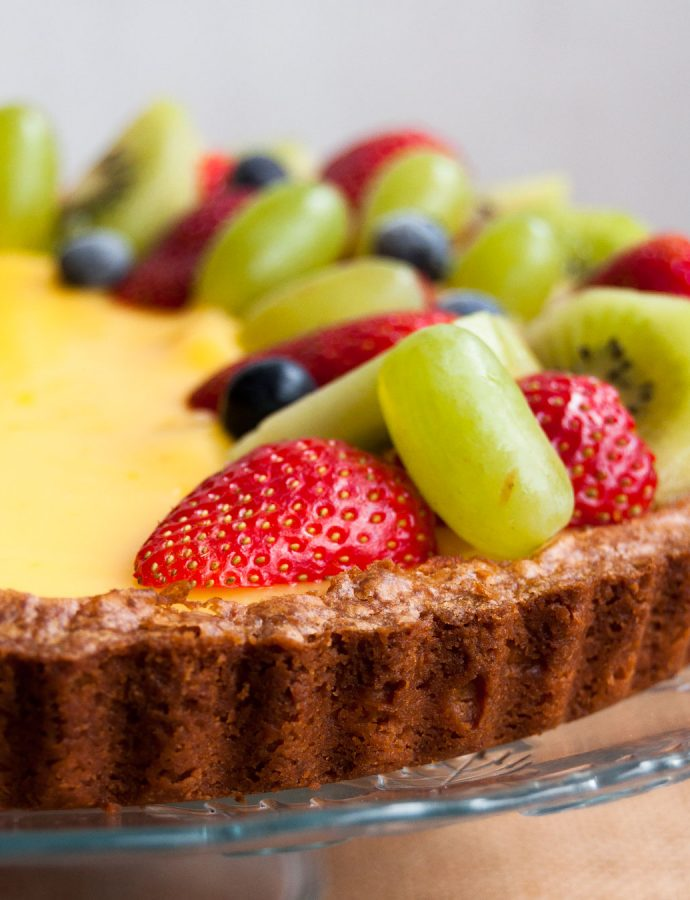 Tarta primavera de limón con frutas de temporada