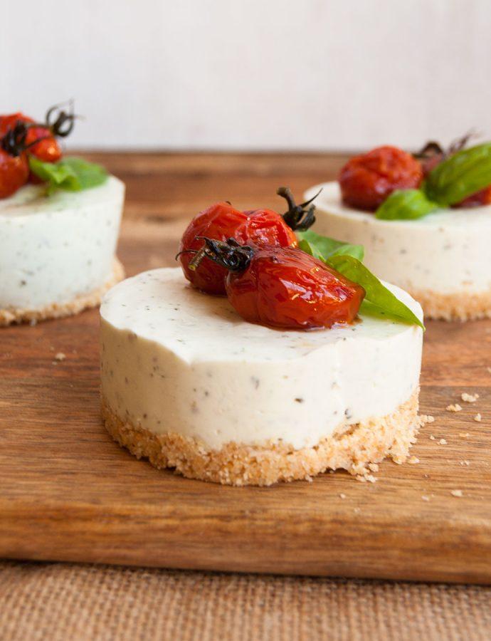 Cheesecake de pesto y  cherrys confitados