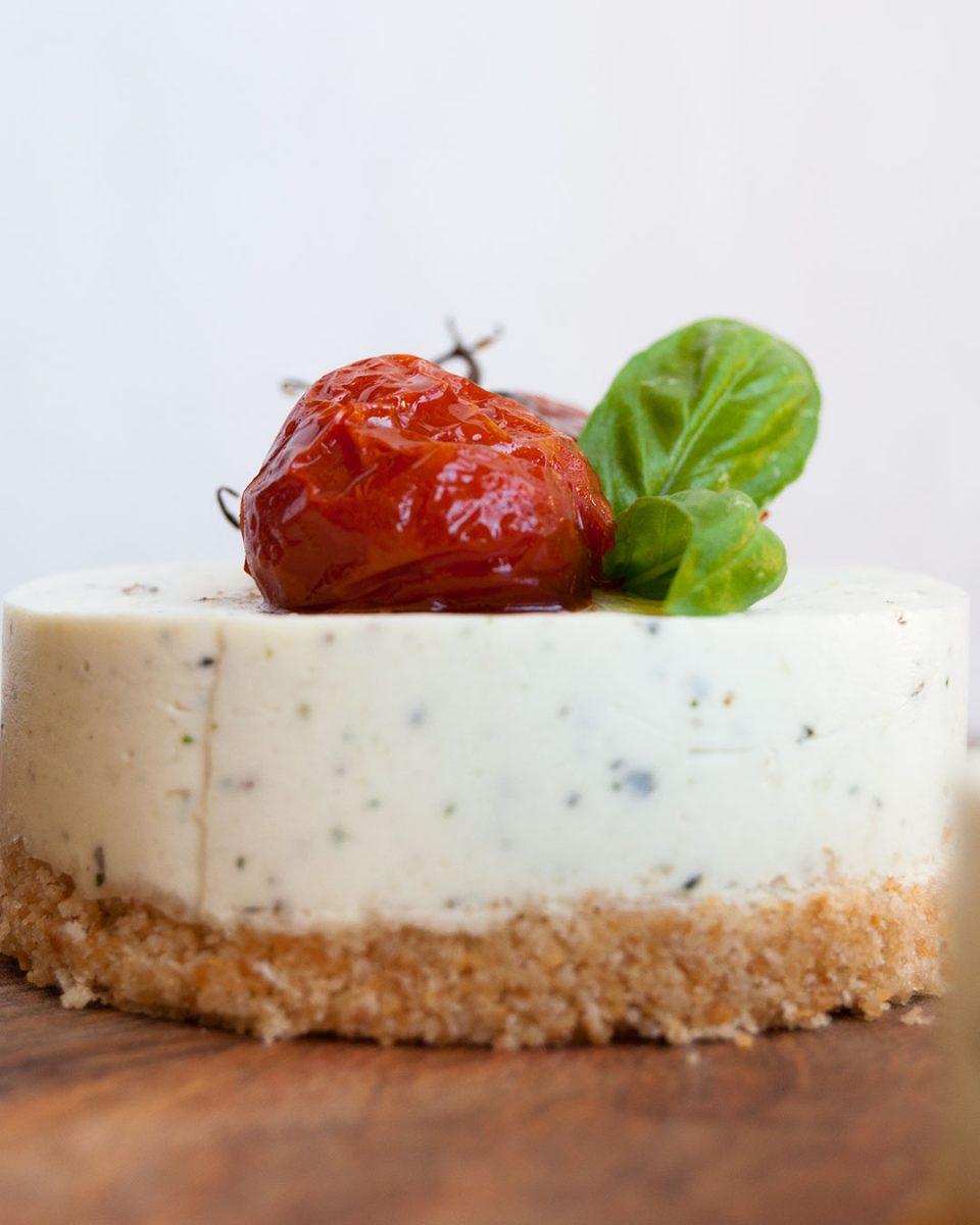 receta de cheesecake salado de pesto con tomates confitados